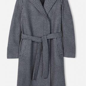Absolutely new Filippa K victoire dogtooth wool coat. Size S, fits S - S/M and also M. Dark grey. Lenght 106cm. Still with tags. The receipt is electronic. Everywhere out of stock except Zalando, I saw they still have M size with a sale price of 2770dkk. Feel free for any questions or photos ;)