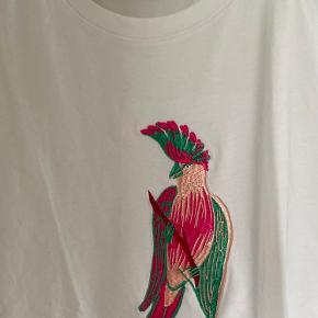 Fint tshirt med motiv  Str.Men passer både s/m  Den har et meget loose fit