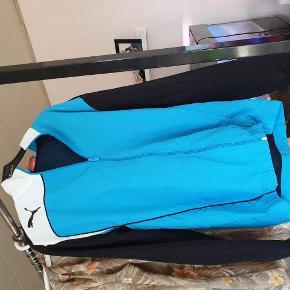 Varetype: cardigan Størrelse: 36 Farve: blå  30 kr er over mobile pay. Ellers bliver der lagt ts gebyr på. 1 del 30 kr. 4 dele 100 kr.