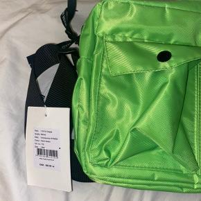 Helt ny taske, som ikke er blevet brugt. BYD gerne :)