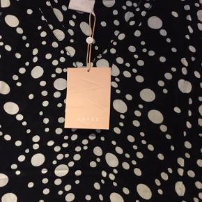 ny bluse med tags