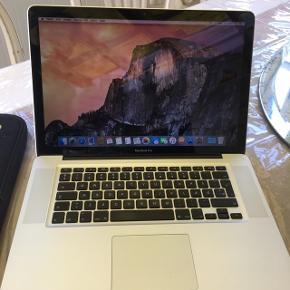 Super fin og hurtig Macbook Pro 15 med ny 120 GB ssd harddisk,købt i 2010 med intel Dual core 2,53 GHz ,4 GB ram og ny 120 GB ssd harddisk.den står som næsten ny og er nyinstalleret med osx mojave  og der er Office på den også.den har god batteritid også.der medfølger mac og oplader og en sleeve til den