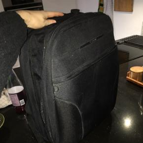 Sælger denne samsonite taske for min kæreste.