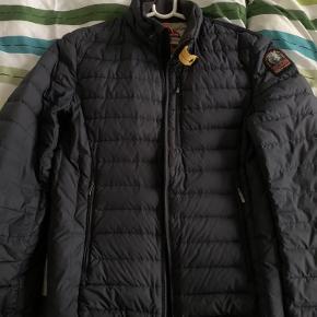 Rigtig lækker Parajumpers jakke. Størrelse: Small