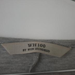 Lækreste kjole fra wh100 str. S/M med slids.  Den ene kant er ændret fra den oprindelige (se sidste billed). Det er ikke noget man ser.  Kjolen er ikke brugt meget.