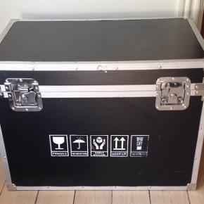 Flyetcass/kiste med fungerende låse