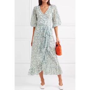 Jeg sælger min fine Ganni kjole, da den ikke sidder ordentligt på mig. Kjolen er aldrig brugt 😊Jeg handler via Tradonos sikre handelssystem 👍🏼