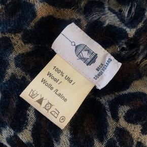 Lækker tørklæde fra Becksøndergaard  Brugt 2 gange