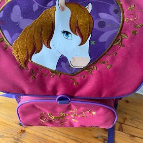 Super fin skoletaske med hestemotiv 🌸 fra Lego.  Sender gerne 📦
