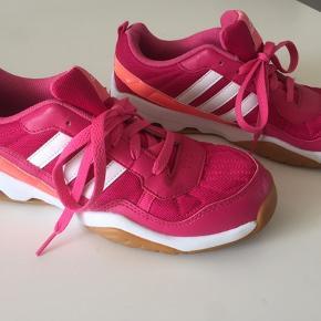 Adidas Performance Gymplus. Kun brugt et par gange. Købt for små. Fejler intet - er ligeså go'e som nye.  Str. 38 2/3.