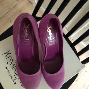 Saint Laurent heels i str. 37. Brugt få gange, men er blevet lidt lysere på snuden.  Købt i Paris i 2012.  Se mere på Instagram @nextup_vintage
