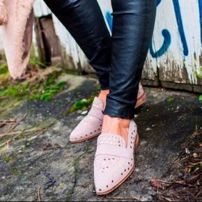 Rigtig fine loafers meget populær!  Deres Bestseller!  Np 800 kr  Brugt maks 4 gange  Original æske følges med