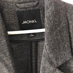 Sælger denne oversize blazer fra monki. Kun brugt en enkelt gang🌸🙌🏼