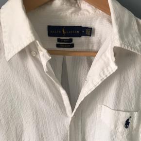 Rigtig flot herreskjorter fra Ralph Laurent med korte ærmer. Brugt en gang af dreng på 180 cm.