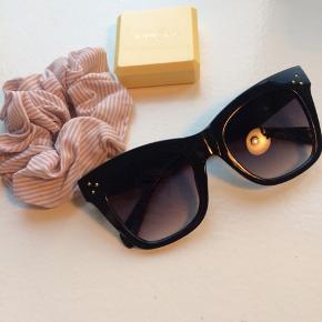 Celiné-lignende solbriller købt på en ferie, men aldrig brugt. Se også mine andre annoncer.