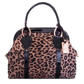 Så lækker taske, fremstår som ny, får den desværre ikke brugt. Mål 25x30 cm  Købt på en sidegade fra strøget nypris ca.2000,-