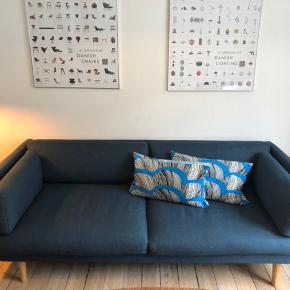 Sofaen er 6 måneder gammel. Sælges kun fordi jeg skal flytte og ikke har plads det næste sted.