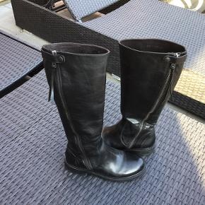 Har været brugt til en kort gåtur så har tilladt mig at sætte dem til aldrig brugt.