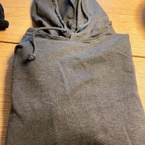 Super lækker og blød hoodie. Kun vasket. Aldrig brugt.