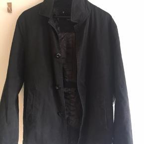 Str M Sælger denne dejlige jakke (coat)  Grundet salg er at den er for lille til mig, ellers totalt elsket.  Købt for ca. 2 måneder siden, og brugt 2-3 gange. Ny pris var 799 Bud tages fra 200 +33 kr fragt