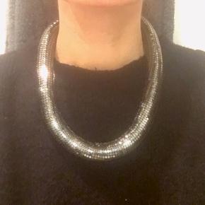 Super flot halskæde - aldrig brugt.
