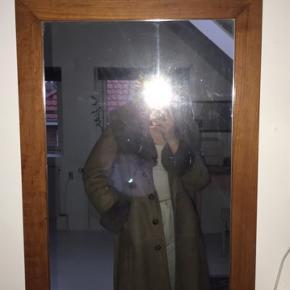 Sælger denne lækre jakke da jeg ikke bruger den. Jakkens knapper er lidt løse i det. Håber på en god handel. 😁  Men kom med et bud, jeg er til at forhandle med.
