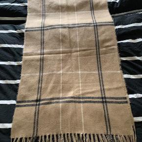 Super fint tørklæde aldrig brugt