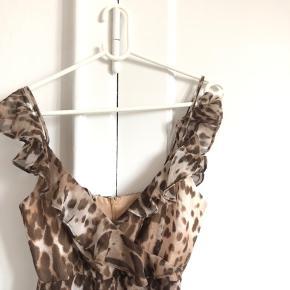 Fin leopard kjole i str small, aldrig brugt