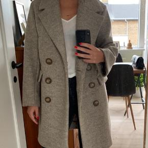 Rigtig fin H&M uldfrakke kun brugt 1 gang. Original pris 800,-   Kan mødes og handle i Københavnsområdet.