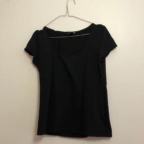 Sort t-shirt fra H&M i str. M
