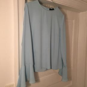 2nd Day meget fin lyseblå skjorte i str. 36 !!