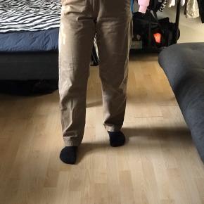 - Lysebrune løse jeans Fra Wood Wood - Str. S men fitter også M (De er for store til mig) - Skriv for mere information og billeder