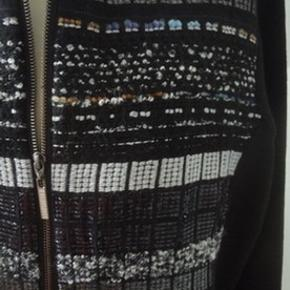 Frakke, uforet,  med 2 vejs lynlås i 50%uld og 50%dralon. God varm. Str. 46/XXL Brystvidde 124, længde 97 Brugt ca. x 3, er helt som ny. Købt sidste år for 2000 kr.
