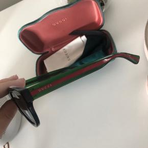 Sælger mine Gucci solbriller, da jeg ikke får dem brugt - fejler derfor intet   Har fået dem i gave og har derfor ikke kvitteringen, men står indenfor at de er 100% ægte