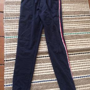 Hej sælger de her fine moncler bukser de er lidt brugte men ikke noget der gør noget køb nu 750kr