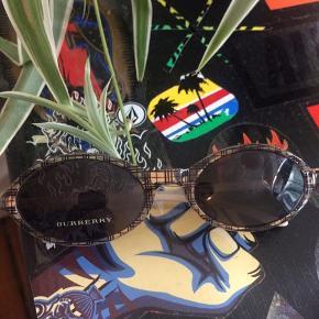 Mega fede Burberry solbriller  750kr