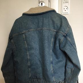 BDG Urban Outfitters jakke i str xs men kan bruges af small og medium også. Rigtig god stand. Kvittering og mærke haves.   Byd gerne:-)