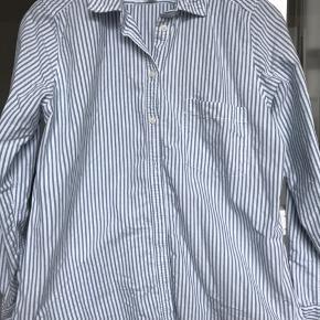 Fed skjorte fra Logg. Str 40 men lille, svarer til en 36/38.  Brugt få gange.  Køber betaler Porto.
