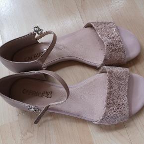 Læder sandaler. Har været på en gang. Kom med et bud