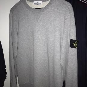 Sælger denne lækre stone Island sweater. Cond 8,5/10 Mp: 800kr Bin: 1000kr Np: 1350kr  Kun meet up på private adresse