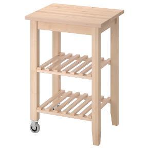 BEKVÄM, Rullebord, birk58x50 cm  Er samlet, men aldrig brugt da vi har taget fejl af målene til vores behov 🤦🏼♀️😅  Dejligt stabilt og kan bruges overalt i hjemmet! Ekstra bordplads eller andet opbevaring.   Beskrivelse: Giver flytbar, ekstra opbevarings-, frasætnings- og arbejdsplads.  Massivt træ er et slidstærkt naturmateriale, som du kan slibe og overfladebehandle efter behov.  Kan hentes i Charlottenlund eller aftale om udbringning kan aftales nærmere.