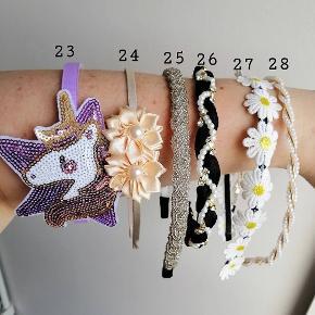 Hårbøjle KUN 30 kr. stk.   Kan bruges både af børn og voksne. Farven kan variere lidt fra billedet pga. lyset. Fast pris, ingen bytte.   Plus porto: 10 kr. Med PostNord.  33 kr. Med DAO.    Se også alle mine andre annoncer med smykker og hårpynt og accessories 😄🌸     Hårspænde hårbøjle hårbøjler Spænder pandebånd accessories smykker Hår pynt hårspænder hårpynt accessorie accessory