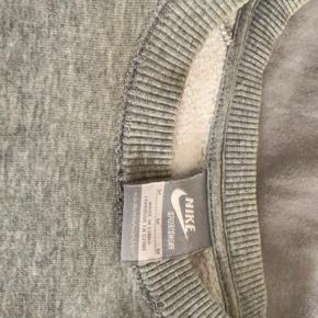 Vintage Nike sweatshirt.  IKraven kan mindre slid ses, og lidt på ærmerne Kom med bud er ikke sikker på pris endnu