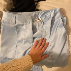 Bukserne er fra Vendesby. De er aldrig brugt, og kun prøvet på:)