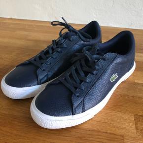 Super fede sko, læder, mærke blå - fejl køb.  Jeg har skrevet at de er som 'aldrig brugt', da jeg kun har haft dem på en gang, mærkede de var for små, gik hjem og tog dem af med det samme.
