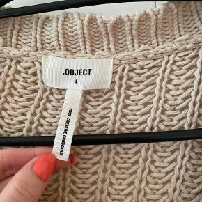 Lyserød/beige strik cardigan fra Object Købt den sommer, ikke gået med dsv:/ Købt i strl L for en 'oversize effekt' , er normalt strl s Byd gerne:)