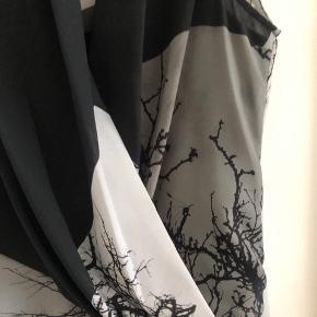 Smuk sort silkebluse fra Helmut Lang