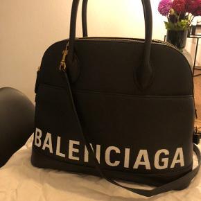 Balenciaga ville top handle M .  Helt ny. Brugt en gang få timer.  Tag og dust bag medfølger