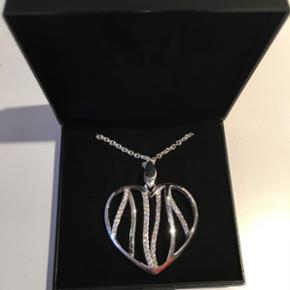 Ægte sølv hjerte, med similisten på begge sider, aldrig været brugt  Ny pris 1300 Giv et realistisk bud