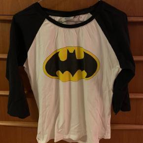 Batman trøje  Str 10 uk - vil sige det er en s/m  30 kr  Kan sendes mod betaling